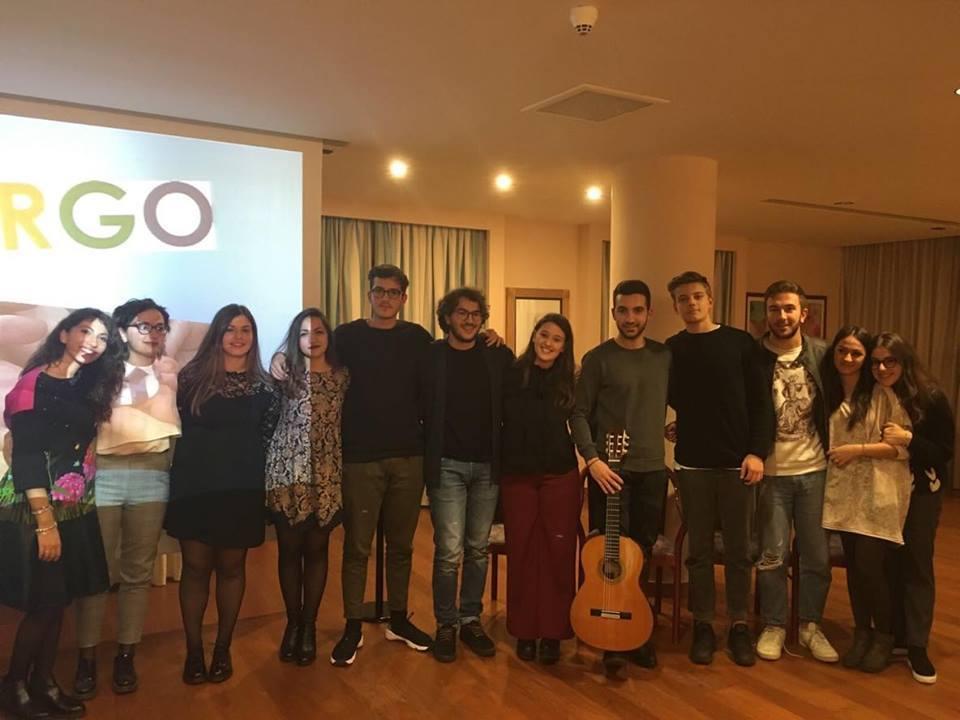"""i giovani scrittori di """"LEGAMI"""" durante la presentazione del loro libro presso Hotel Svevo"""