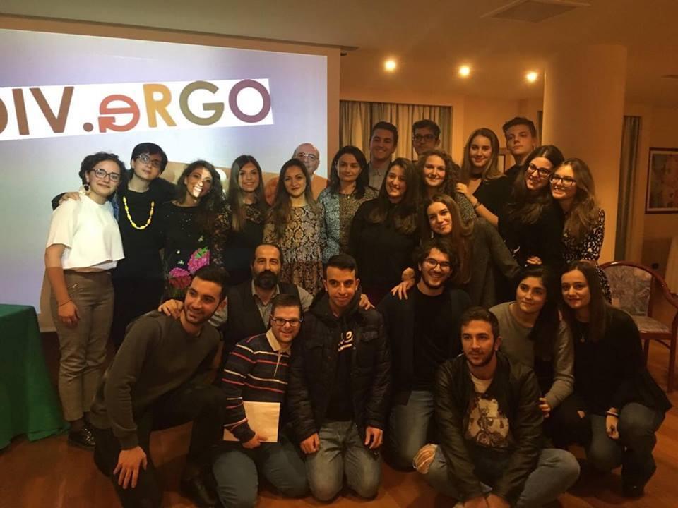"""La classe VE durante la presentazione di """"LEGAMI"""" presso Hotel Svevo"""